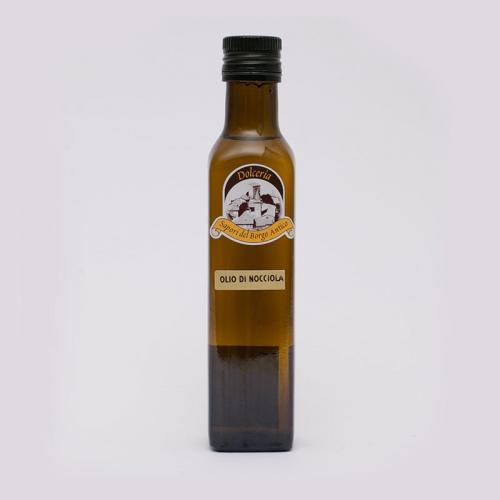 Bottiglietta di olio di nocciola autoctona