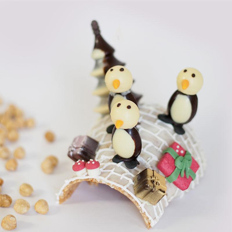 igloo con pinguini realizzato con croccante di nocciole
