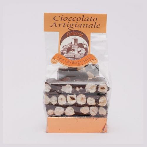 Foto di Tavolette di cioccolato e nocciole